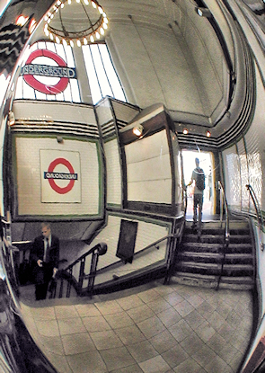Entrance and stairway in Balham station