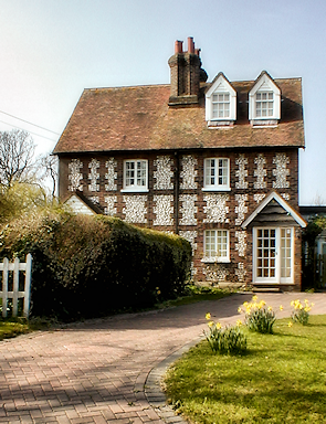 Mint Cottage, Farthing Street, with traditional Kentish knapped flint dressing