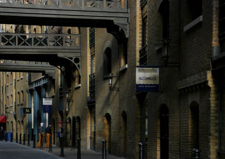 Shad Thames dark corner