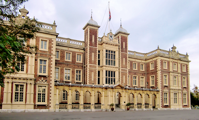 Kneller Hall by Jonathan Cardy