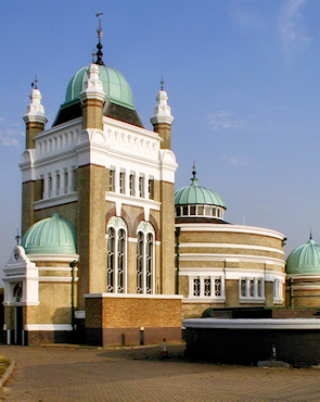 Streatham Common pumping station, early morning