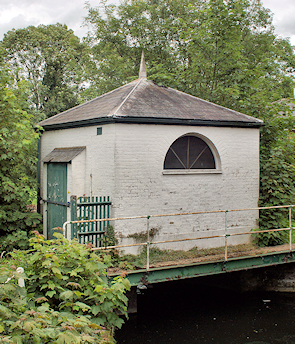 Late 18th century sluice, New River, Bush Hill