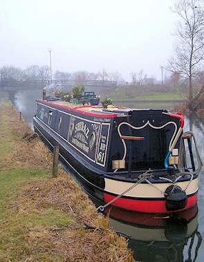 Narrowboat near Packet Boat Marina, copyright Derek Harper, made available under the Attribution-​​ShareAlike 2.0 Generic Licence