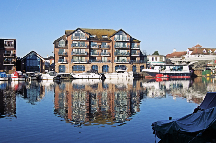 Spinnaker Court By The Thames, Hampton Wick - Jim Linwood