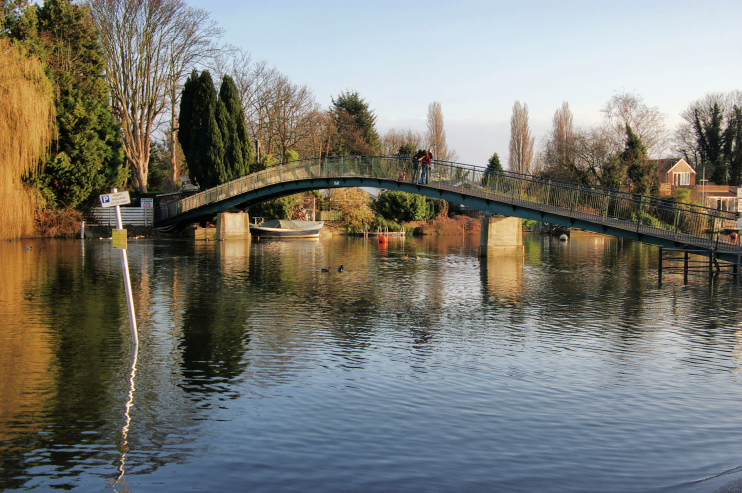 geograph-2843101-by-Julian-Osley - Footbridge - Eel Pie Island