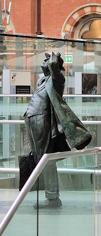 Sir John Betjeman's statue at St Pancras International