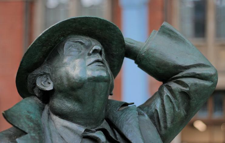 John Betjeman statue by Martin Jennings