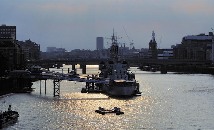 HMS Belfast (contre-jour)