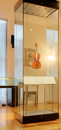 A big display case for a small Stradivarius: the Viotti ex-Bruce