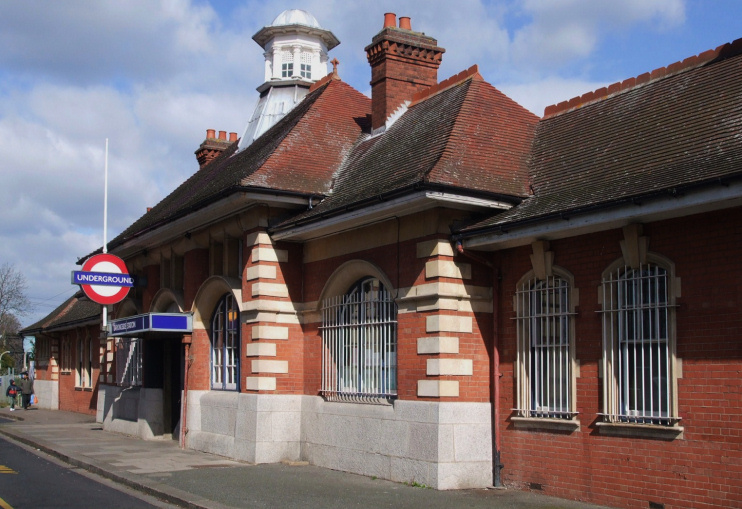 Barkingside station building