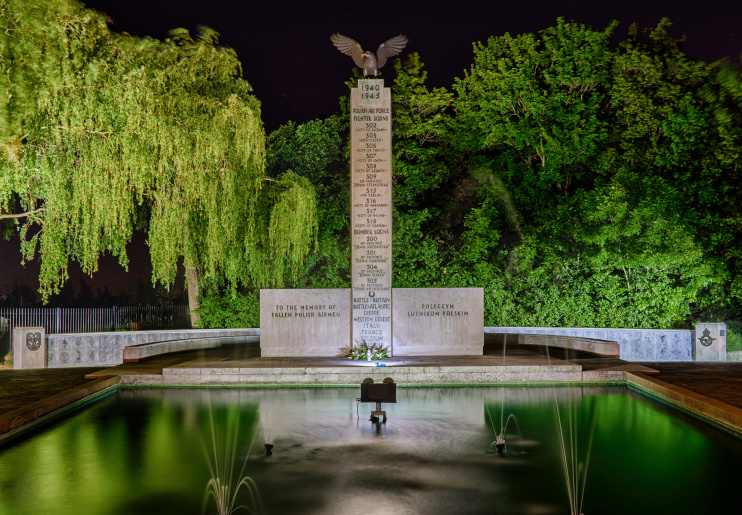 Hidden London: Polish War Memorial at Night by Dymo4