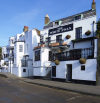 Hidden London: The White Swan, Twickenham Riverside, on a sunny morning