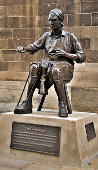 Hidden London: Cordwainer statue on Watling Street, photo by Eluveitie
