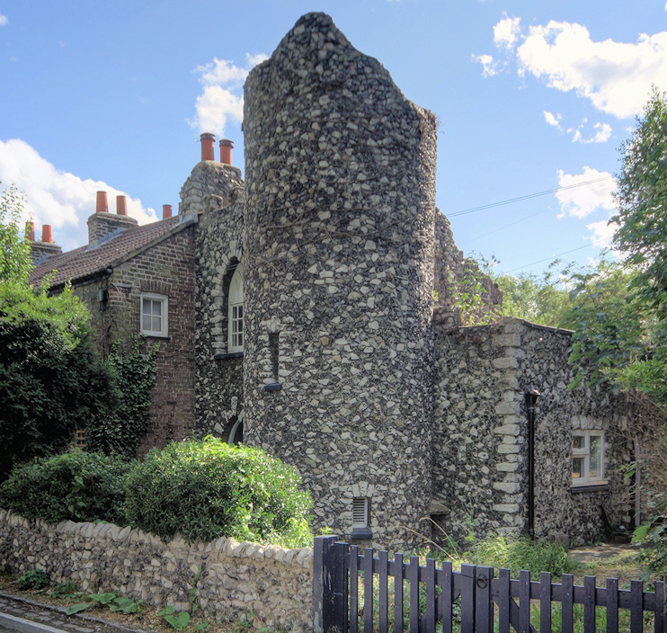 Hidden London: a castellated buttress on Phipps Bridge Road
