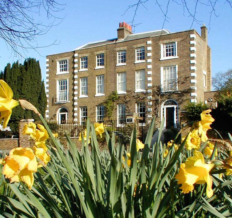 Hidden London: Friars Lawn and the Grange, with daffodils